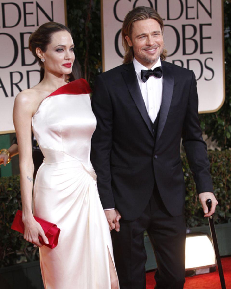 Ob sie sich traut...? Angelinas atemberaubendes Kleid vom Atelier Versace bei den Golden Globes bewis: Auch Weiß kann alles ande