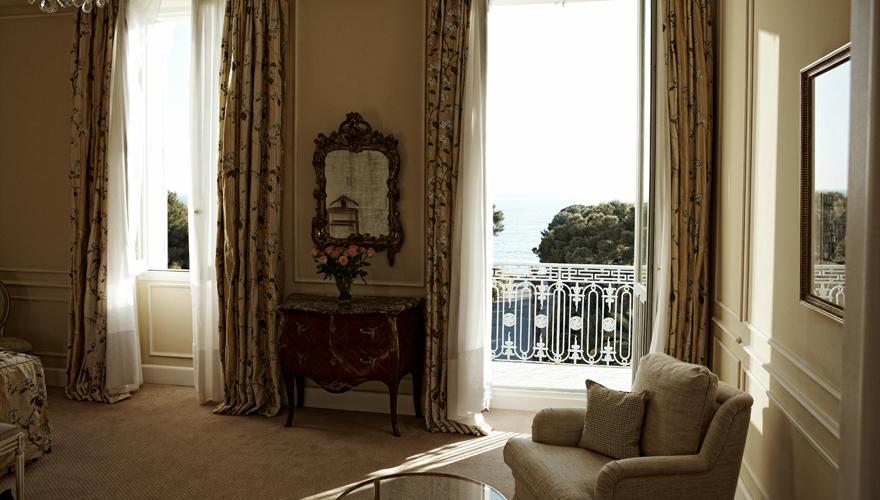 """Diese Suite im Hotel """"Du Cap - Eden Roc"""" mit Meerblick kostet 4400 Euro pro Nacht."""