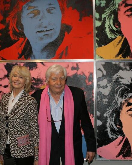Gunter Sachs und Ehefrau Mirja vor den Pop Art Kunstwerk von Andy Warhol.