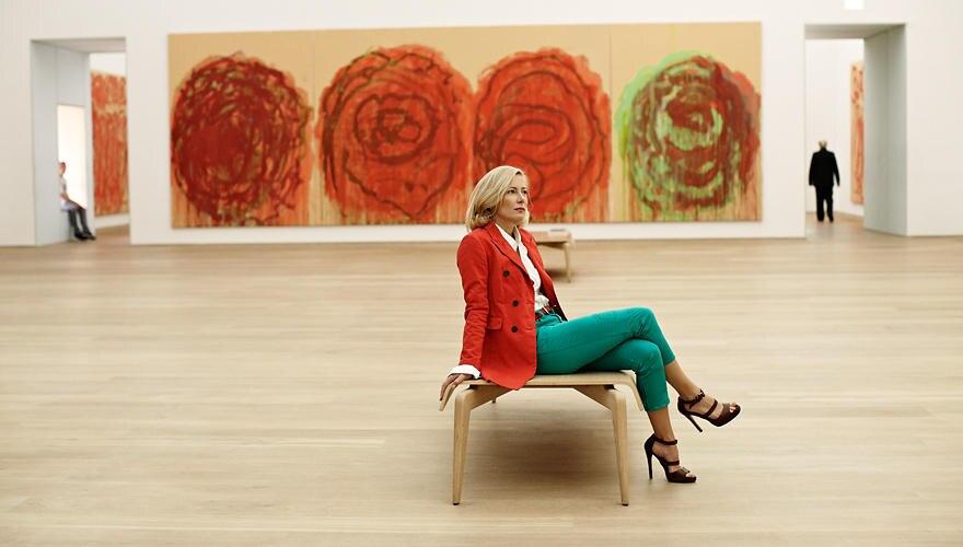 Judith Milberg im Münchner Museum Brandhorst. Die Bilder des Künstlers Cy Twombly geben ihr Kraft. Von der Ruhe des Augenblicks