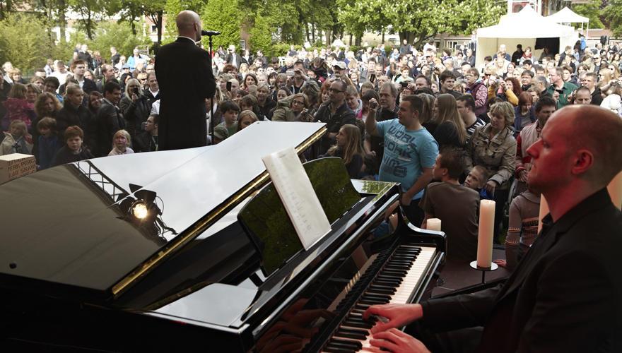 """Bei seinen Konzerten füllt der Graf riesige Hallen, doch selten berührte ihn ein Auftritt so sehr wie der in """"Friedehorst"""" vor r"""
