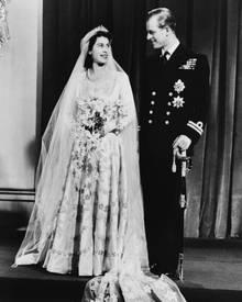 """""""Prinz Philip ist in all diesen Jahren meine Stärke und meine Stütze gewesen."""" Die Queen zur Goldenen Hochzeit 1997"""