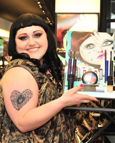 Beth Ditto präsentiert in Berlin ihre limitierte Kosmetiklinie, die zusammen mit dem Hertseller MAC auf den Markt bringt.