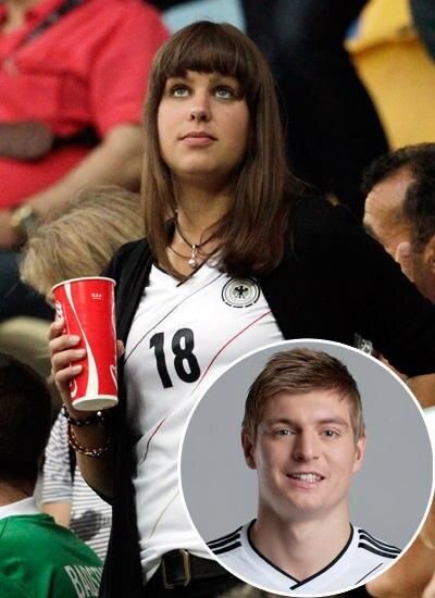 Jessica Farber: Ob die Freundin von Toni Kroos, 22, hier um göttlichen Beistand bittet? Eigentlich ist die 24-jährige Tourismusk