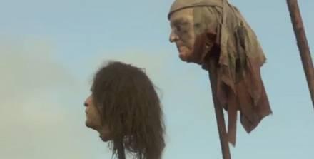"""Staffel eins von """"Game of Thrones"""": Der Kopf des Anstoßes ist ganz hinten links zu sehen."""