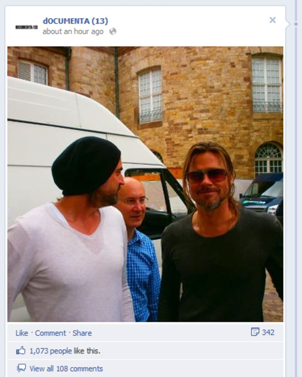 """Brad Pitt besucht Kassel und die """"documenta"""" zeigt ein Bild davon auf ihrer Facebook-Seite."""