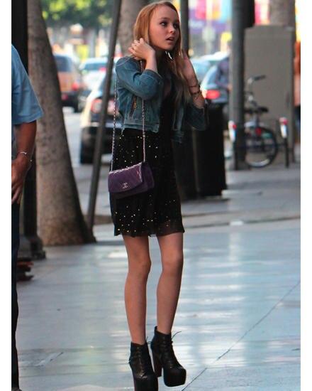 """Lily Rose Depp in Hollywood: Die 13-Jährige ist auf dem Weg ins Restaurant """"Katsuya"""""""