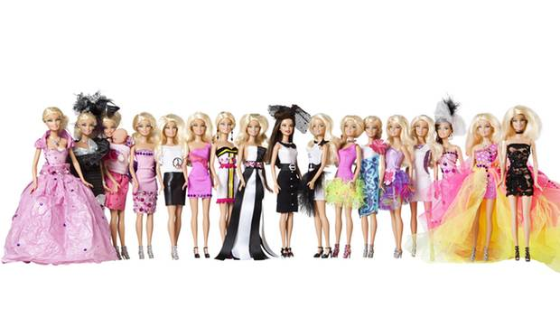 Sehen Sie von links nach rechts die gestylten Barbies von Yvonne Schröder, Karen Webb, Lisa Martinek, Charlotte Engelhardt, Romi