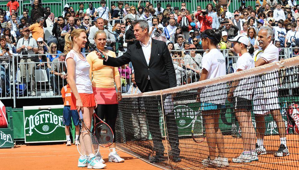 """Gutes Team: Bei einem Nachwuchs-Turnier am Rande der French Open suchte Longines die """"Future Tennis Aces"""". Lisicki und Graf such"""
