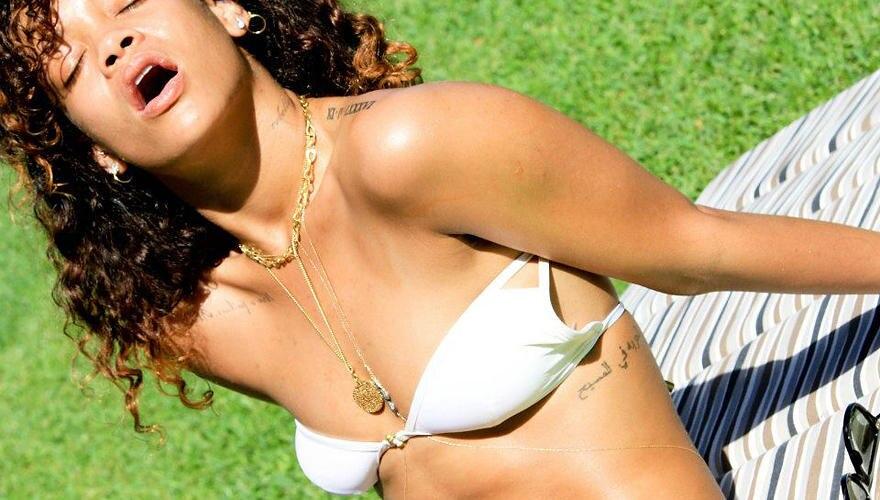 Rihanna: Die 24-Jährige lässt keine Gelegenheit aus, ihre Fans (und solche, die es werden sollen) mit Freizügigkeiten zu versorg