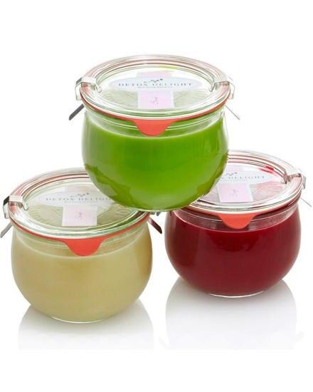 Ganz stressfrei und lecker kann man mit der Ernährungskur von Detox Delight abnehmen. Smoothies, Säfte, würzige Suppen und Salat
