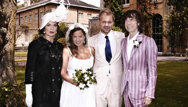 Familienfoto: Jade Jagger und Adrian Fillary posieren mit Jades Eltern Bianca und Mick Jagger.