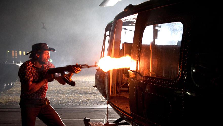 Filmszene: Ein palästinensischer Terrorist erschießt die israelischen Geiseln.