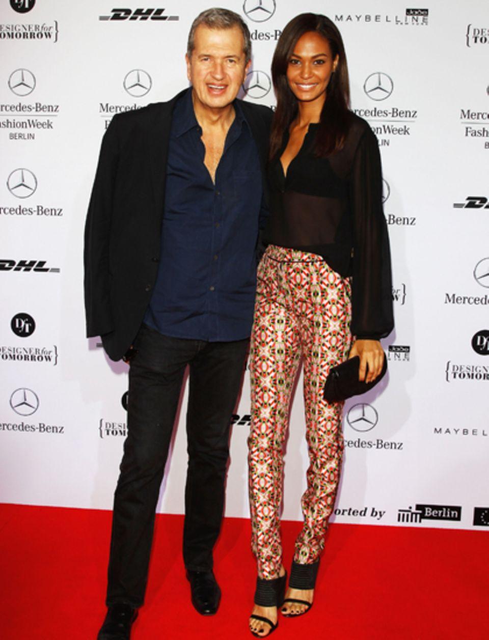 Joan Smalls, das Gesicht der Fashion Week Berlin 2012, posiert zusammen mit Star-Fotograf Mario Testino. Der Hingucker ihres Out