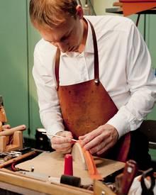 Vom Henkel bis zum Innenfutter entsteht eine Hermés-Tasche komplett in Handarbeit.