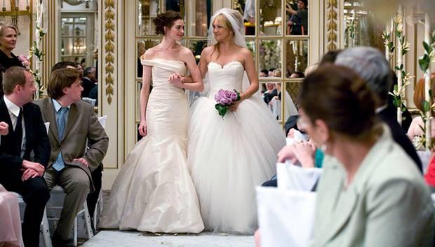 """Die Vera-Wang-Roben, die Anne Hathaway und Kate Hudson in """"Bride Wars - Beste Feindinnen"""" trugen, inspirierten Bräute in aller W"""