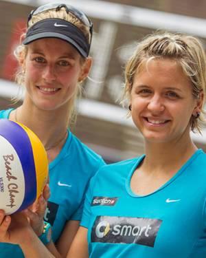Sara Goller, 28 (l.) und Laura Ludwig, 26, sind zweifache Beach-Volleyball Europameisterinnen.