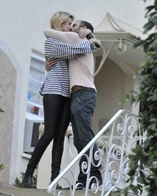Frisch verheiratet: Agyness Deyn und Giovanni Ribisi bei einem leidenschaftlichen Kuss.