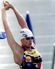 1995, mit zarten 17, bereitete sich Franziska van Almsick auf einen Wettkampf vor...