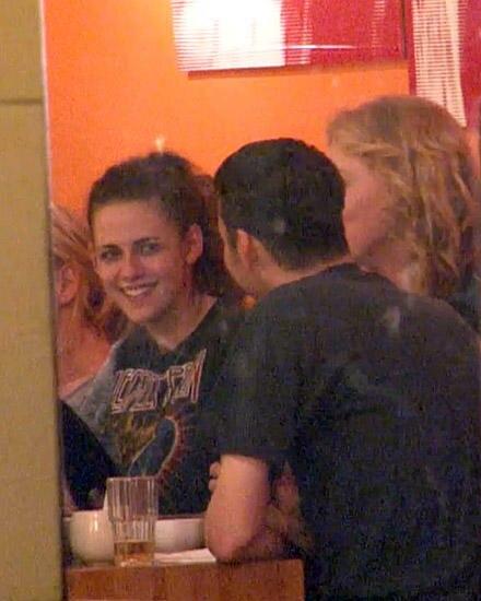 Im Mai sind Kristen Stewart und Rupert Sanders zusammen in Berlin beim Essen gesichtet worden.