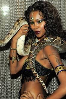 Jessica White und ihre Python