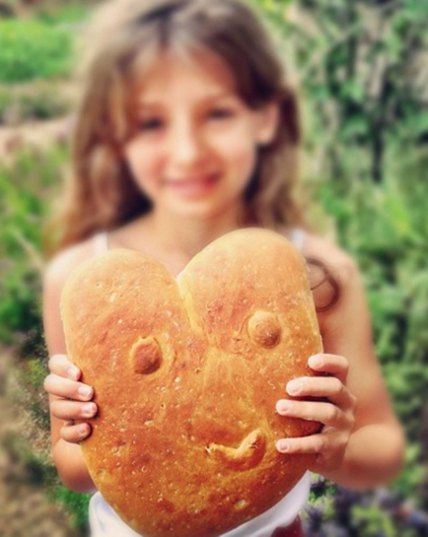 Jamie Olivers Tochter Daisy mit Brot