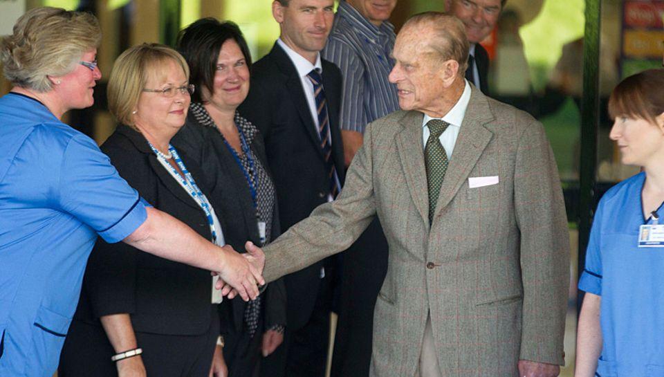 Prinz Philip bedankt und verabschiedet sich aus dem Krankenhaus.