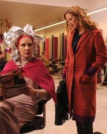 Kommt nicht nur auf diesem Bild ein bisschen wie die Medusa rüber: Andreas Mutter (Sunnyi Melles, Diana Amft).