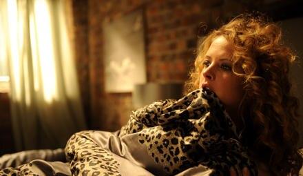 """Diana Amft gilt als deutsche """"Bridget Jones"""", dazu passt auch ihre neue Rolle als ungewollt schwangere und zwischen zwei Männern"""