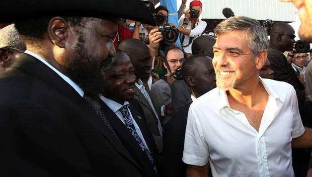 Seit Jahren kämpft George Clooney für die Menschenrechte der Afrikaner, hier traf er Politiker im Sudan.