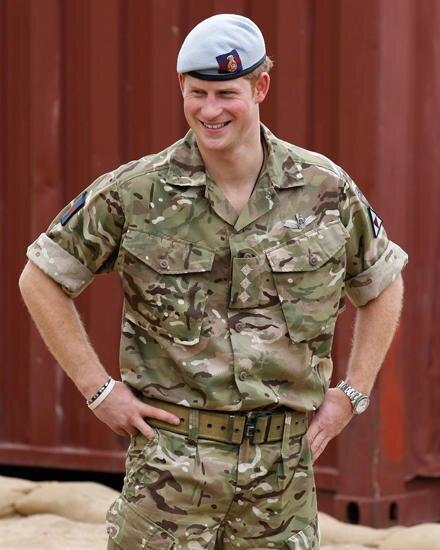 Der Elitesoldat: Als Kampfhubschrauber-Pilot zeigt Harry großes Engagement. Aktuell wartet er auf seinen nächsten Einsatz in Afg