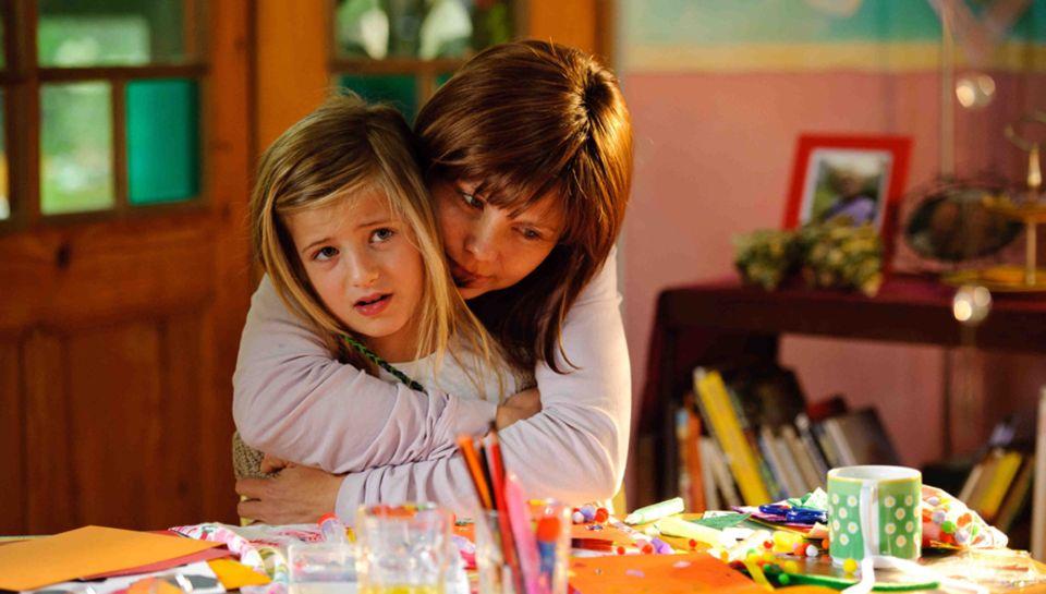 Annette Frier in der Rolle der krebsrkanken Jela mit Til Schweigers Tochter Emma als ihre Tochter Lucy.