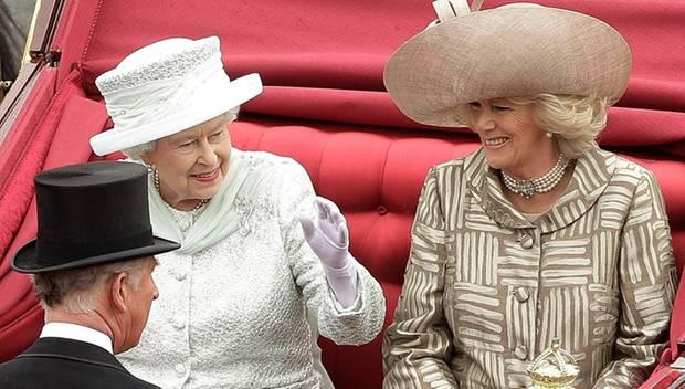 Ehrenplatz beim Diamantenen Thronjubiläum der Queen: Camilla durfte in der Kutsche neben Elizabeth II. sitzen.