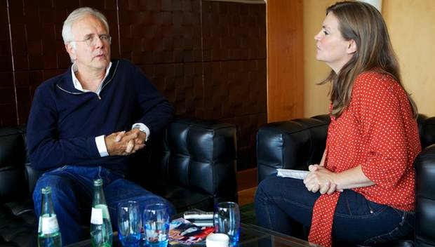 Harald Schmidt mit Gala-Redakteurin Andrea Schumacher in Berlin.