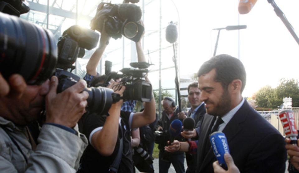 Der französische Anwalt Aurelien Hamelle, hier am Montag (17. September) vor dem Gerichtsgebäude in Nanterre, vertritt das Herzo