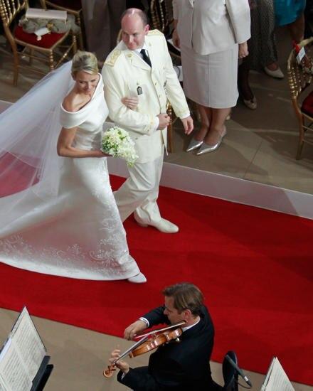 Prominente Fans: Fürst Albert und Charléne von Monaco, die bei ihrer Hochzeit 2011 über einen roten Teppich von Jan Kath liefen.