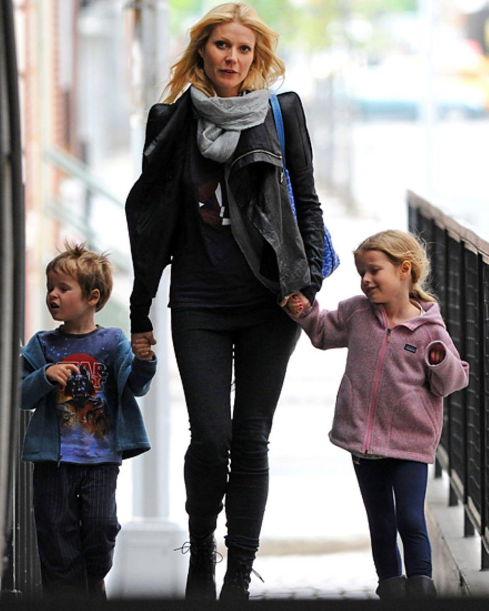 Gwyneth Paltrow, 40, hält ihre Kinder Moses, 6, und Apple, 8, fest an der Hand. Sie geben ihrem Leben Struktur und Halt.
