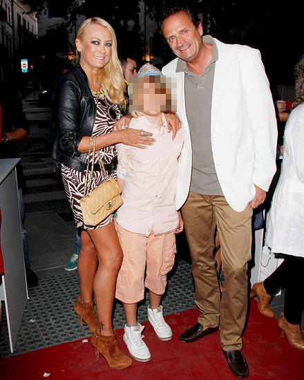 Mit Ehemann Goetz Elbertzhagen und Sohn Paul im Mai bei einem Event in Palma de Mallorca.