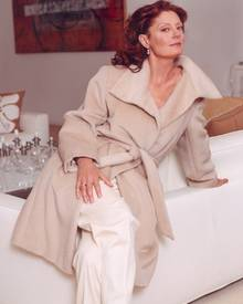 """Ob Katie Holmes, Susan Sarandon oder ganz """"normale"""" Frauen: Alle wissen den selbstverständlichen Komfort eines Kaschmir-Wolle- M"""