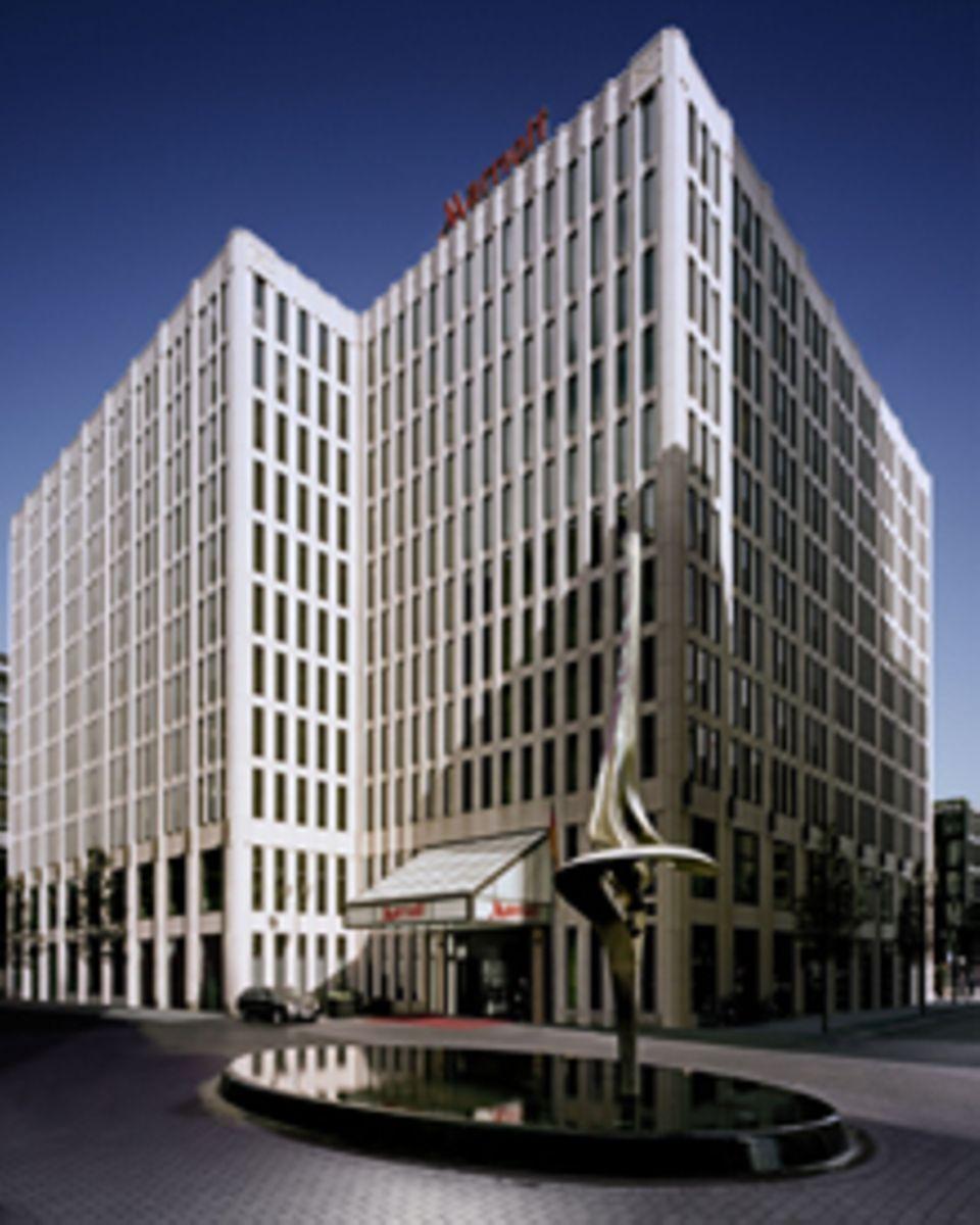 """Wir verlosen zwei Übernachtungen in """"Marriott-Hotel"""" in Berlin. (http://www.marriott.de/hotels/travel/bermc-berlin-marriott-hote"""