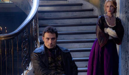 Die Gegenspieler: Adam (Rufus Sewell) und Vadoma (Erin Wasson)