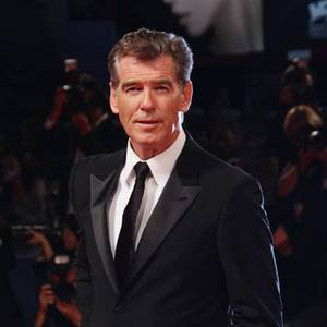 Pierce Brosnan PINK!!!!!