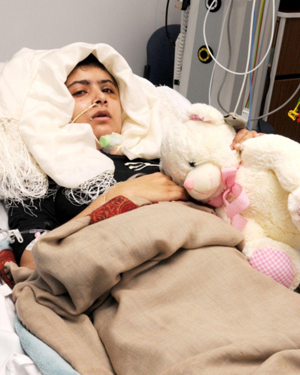 Seit 2009 setzt sich Malala Yousafzai für Frieden und Gerechtigkeit in Pakistan ein. Nach einem Anschlag, bei dem sie lebensgefä