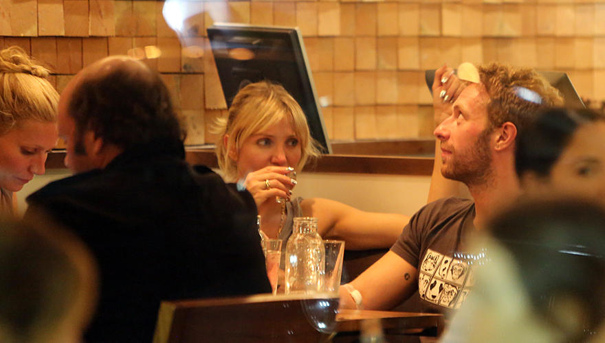 Gwyneth Paltrow, Cameron Diaz und Chris Martin in einem Sushi-Restaurant in Brentwood, Kalifornien.