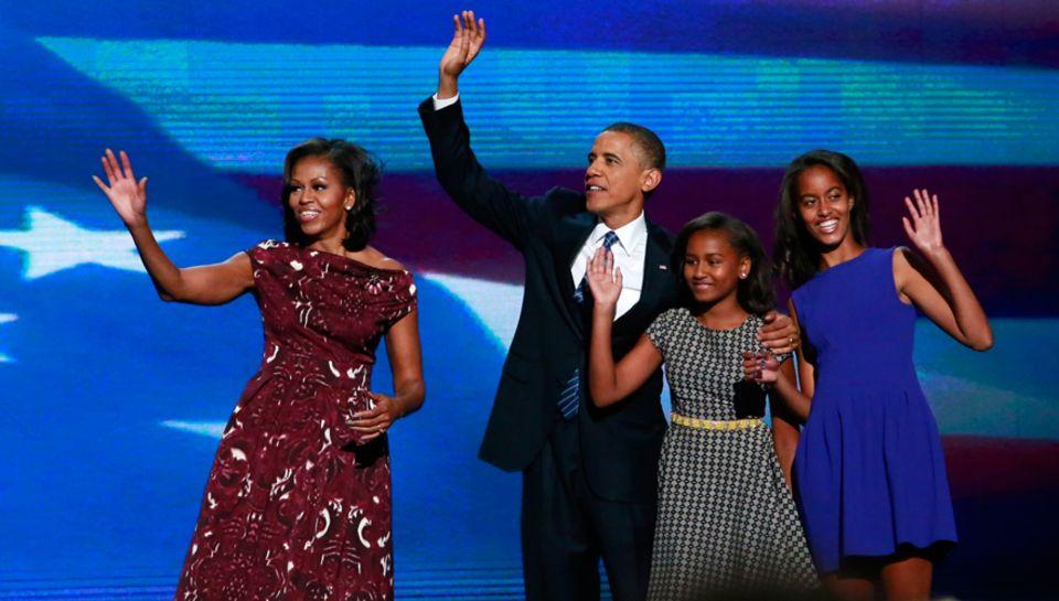 """Die Töchter Malia, 14, und Sasha, 11 stehen für die Obamas an oberster Stelle. """"Wir wollen ihnen genauso viel Liebe geben, wie w"""