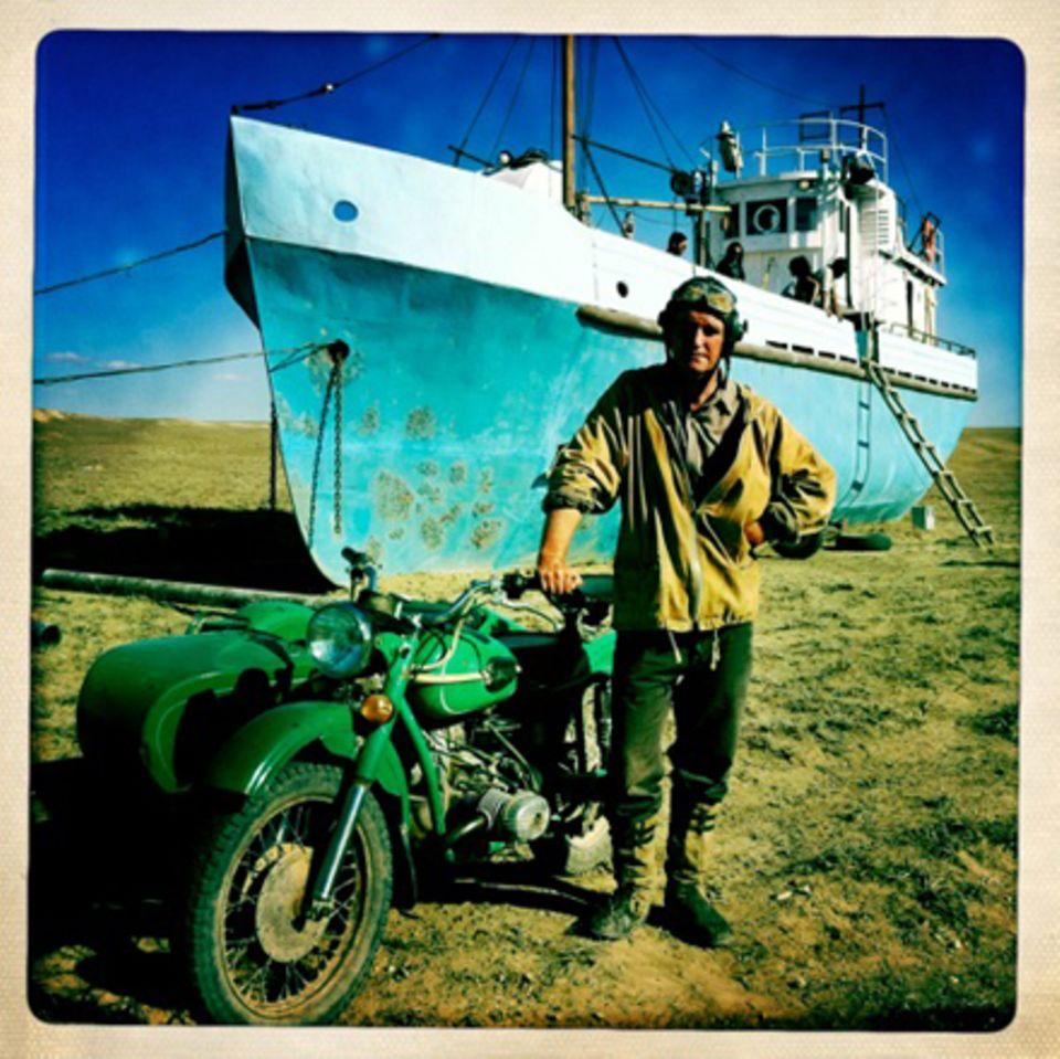 """""""Das bin ich in Kasachstan. Da habe ich in einem Film über die Austrocknung des Aralsees mitgespielt: Waiting For The Sea."""""""