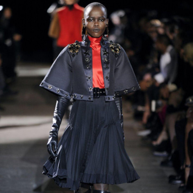 Cape von 'Givenchy'