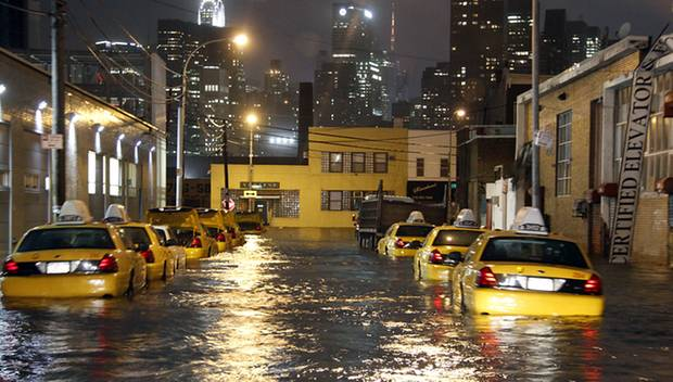 """Ausnahmezustand: Hurrikan """"Sandy"""" richtet in New York große Schäden an."""
