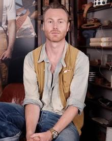 Der 42-jährige Brite, Miles Johnson, ist seit zwölf Jahren für den Look der Levi's Vintage Collection verantwortlich. Seit 2010