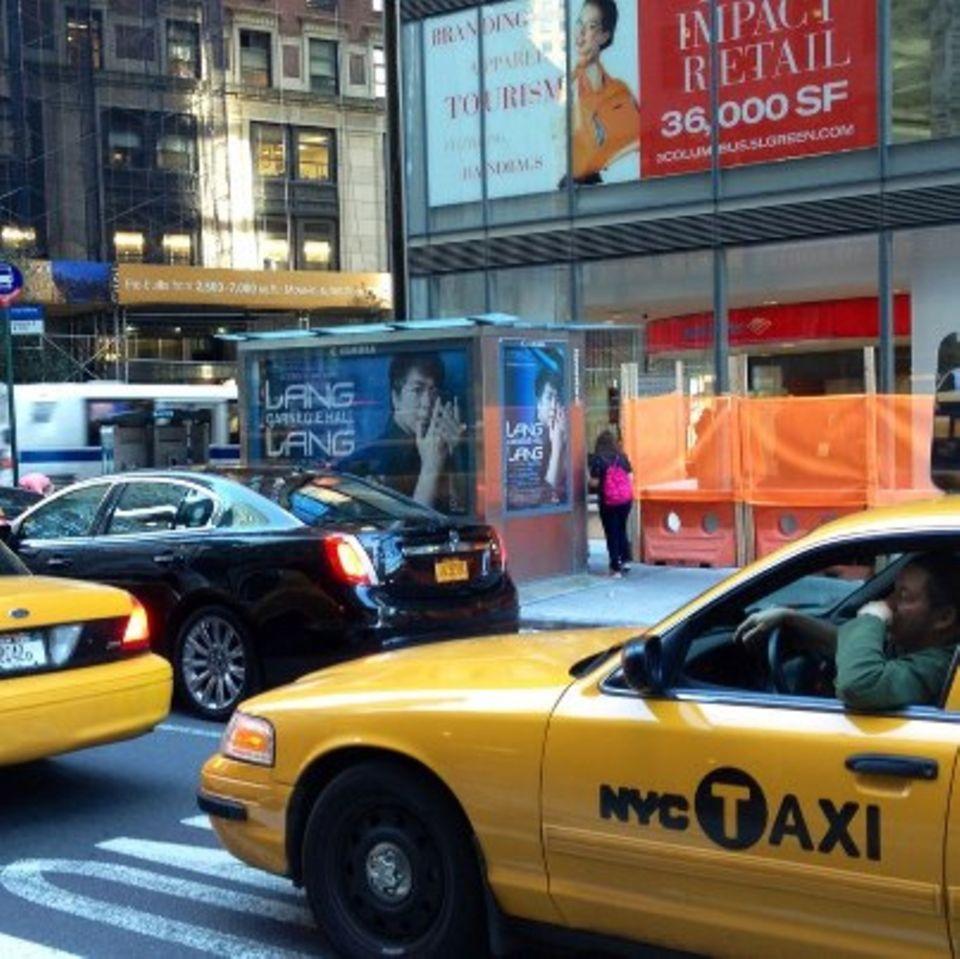 """Schnappschuss aus dem Taxi: ein Plakat für sein Konzert """"Lang Lang And Friends"""", das am vergangenen Dienstag in der New Yorker C"""